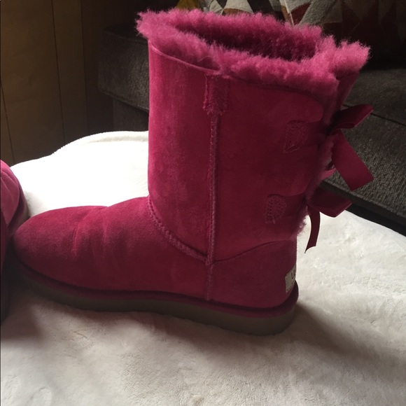 cd5e5baa37e Pink Uggs with bows